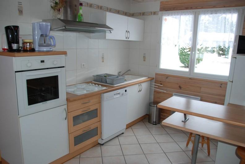 Location de vacances - Chalet à Saint-Léonard - Cuisine équipée, ouverte