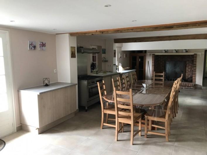 Location de vacances - Gîte à Saint-Quentin-en-Tourmont - Salle à manger  /cuisine