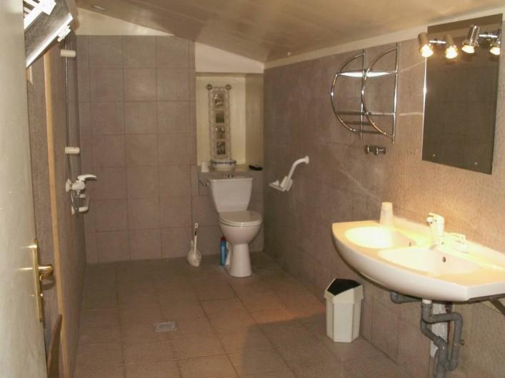 Location de vacances - Gîte à Saint-Aubin-sur-Mer - salle de douche rez de chaussée