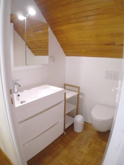 Location de vacances - Maison - Villa à Fouesnant - Pièce d'eau avec WC et lavabo - à l'étage