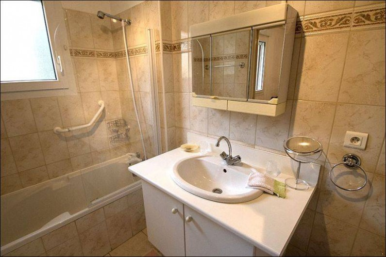 Location de vacances - Gîte à Millau - Salle de bain