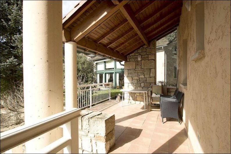 Location de vacances - Gîte à Millau - Terrasse couverte