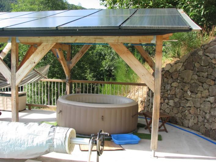 Location de vacances - Gîte à Chirols - Le jacuzzi