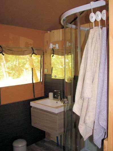 Location de vacances - Gîte à Chirols - La salle d'eau