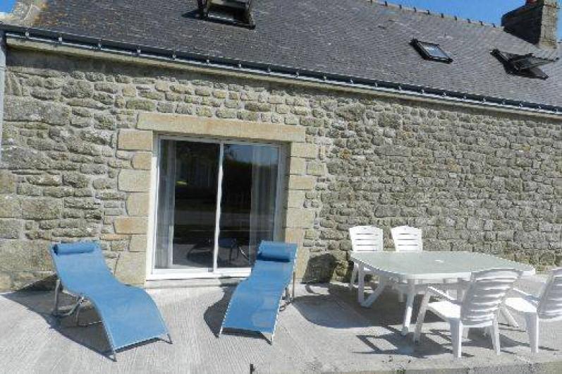 Location de vacances - Gîte à Plouhinec - Longère coté sud avec petite terrasse