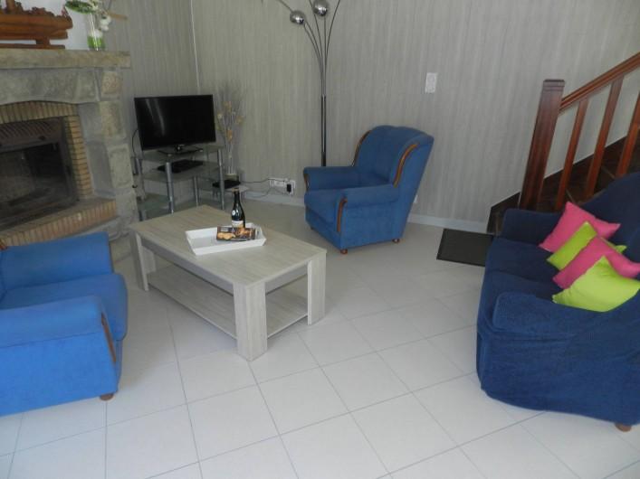 Location de vacances - Gîte à Plouhinec - Coin salon avec téléviseur- Accès wifi dans le gite-