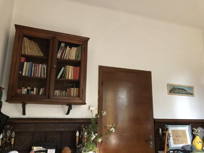 Location de vacances - Maison - Villa à Ajaccio - Salon : bibliothèque