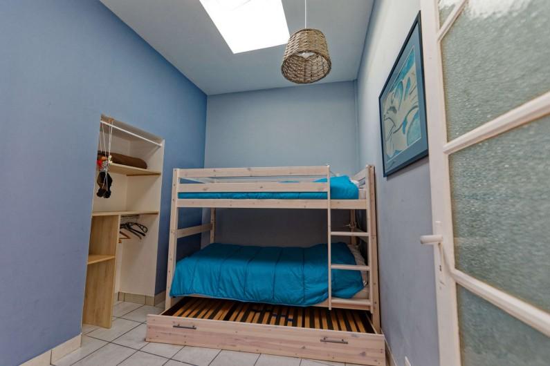 Location de vacances - Villa à Les Sables-d'Olonne - Chambre 2 avec lits superposés + 1 lit gigogne