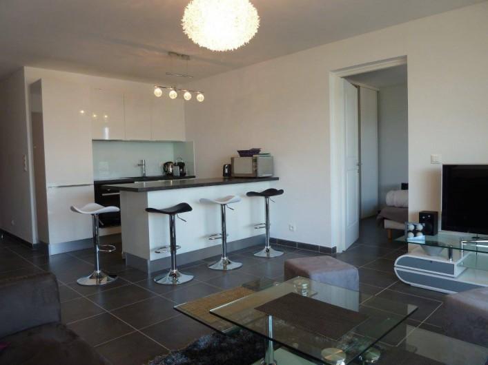 Location de vacances - Appartement à Calvi - Cuisine équipée ouverte sur salon