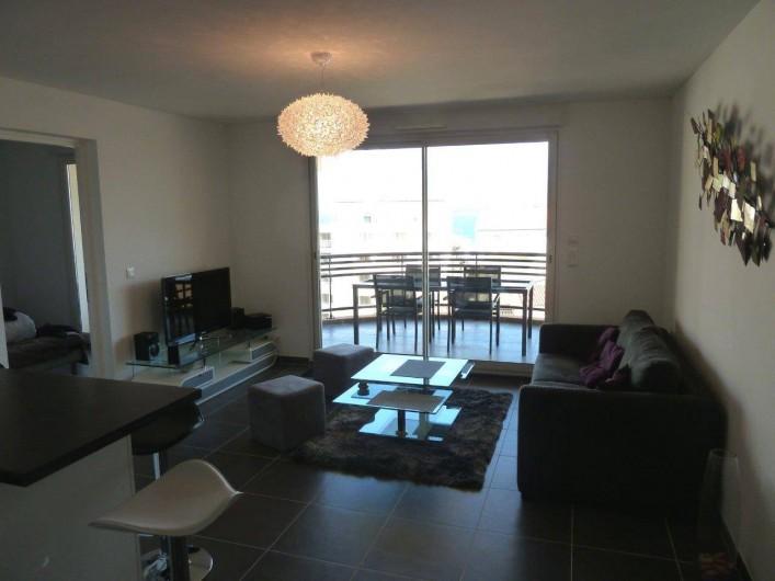 Location de vacances - Appartement à Calvi - Salon séjour ouvert sur terrasse