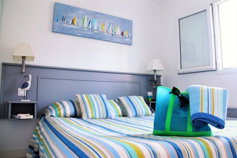Location de vacances - Maison - Villa à Sainte-Marie-de-Ré - Chambre : tout est prêt pour partir à la plage!
