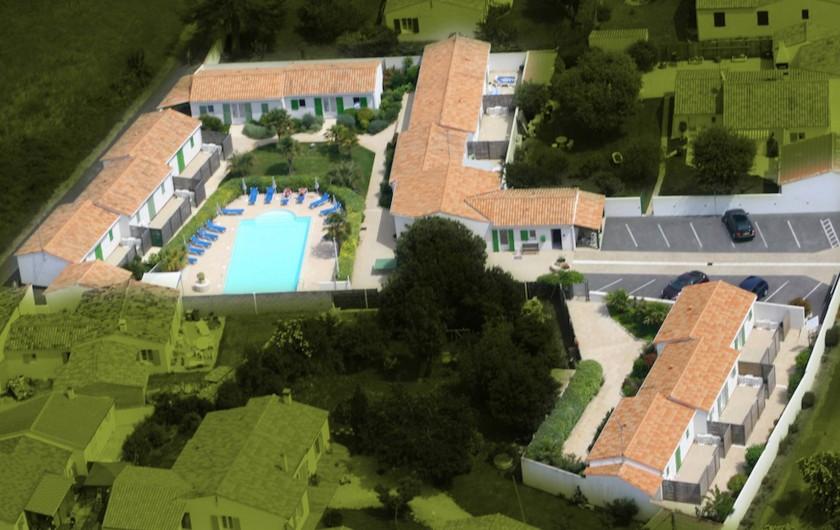 Location de vacances - Maison - Villa à Sainte-Marie-de-Ré - Vue aérienne de la résidence avec son parking intérieur