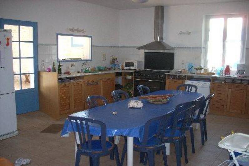 Location de vacances - Maison - Villa à Dolus-d'Oléron - Cuisine ouverte sur salle à manger et séjour