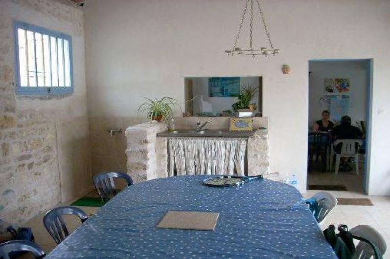 Location de vacances - Maison - Villa à Dolus-d'Oléron - Chai avec douche de désablage et evier (pour ouvrir les huitres!)