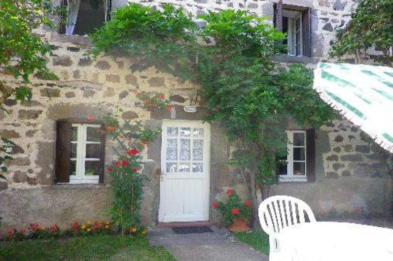 Location de vacances - Gîte à Saint-Nectaire - Jardinet privé