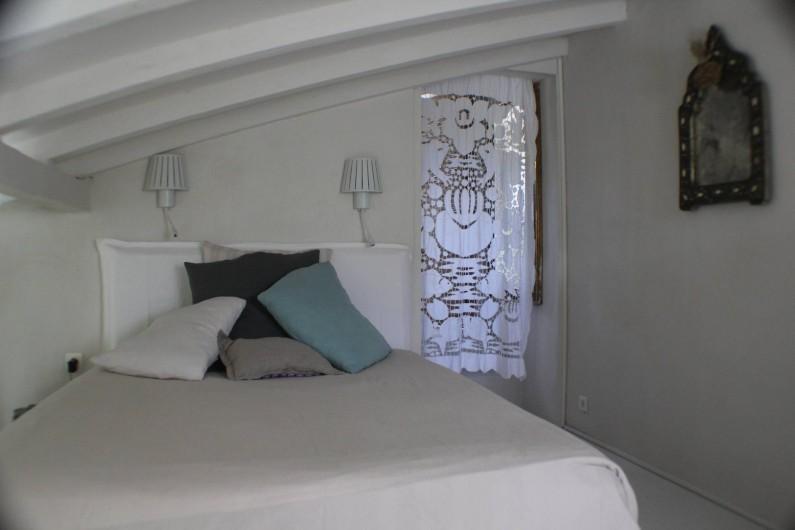 Location de vacances - Villa à Porto-Vecchio - lit sur la mezzanine