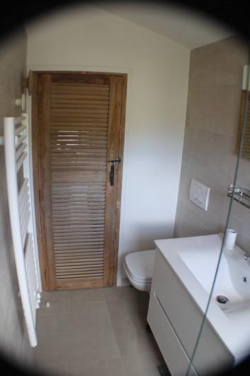Location de vacances - Villa à Porto-Vecchio - salle de bain à l'étage