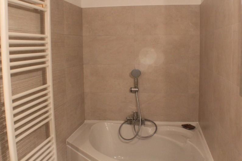 Location de vacances - Villa à Porto-Vecchio - salle de bain de la chambre du bas