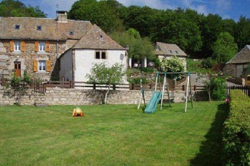 Location de vacances - Gîte à Saint-Pierre-de-Nogaret - Terrain avec portique balançoire-toboggan...