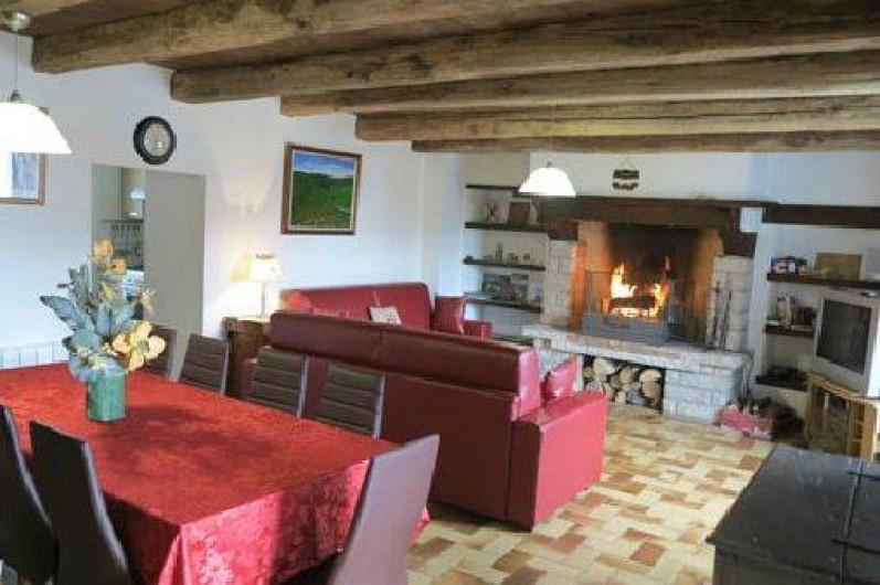Location de vacances - Gîte à Saint-Pierre-de-Nogaret - Spacieuse pièce à vivre