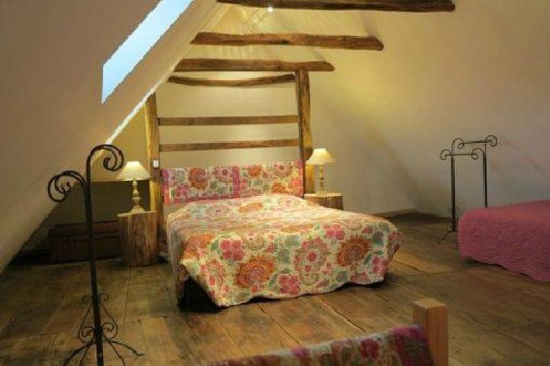"""Location de vacances - Gîte à Saint-Pierre-de-Nogaret - Chambre """"Les Monts d'Aubrac""""  1 lit en 140 + 2 lits en 90"""