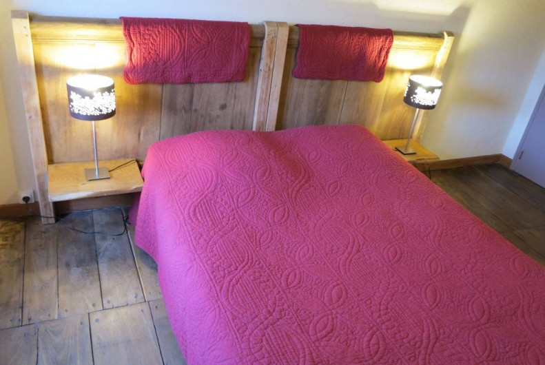 """Location de vacances - Gîte à Saint-Pierre-de-Nogaret - Chambre """"Gorges du Tarn"""" 1 lit en 140  + lit bébé"""