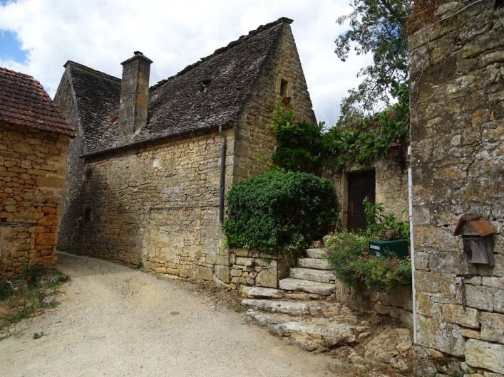 Location de vacances - Gîte à Carsac-Aillac - Le hameau de Turnac de l'aute côté de la Dordogne.