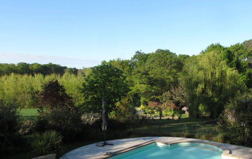 Location de vacances - Chambre d'hôtes à Habas - Vue sur l'environnement depuis la piscine. pas de vis à vis.