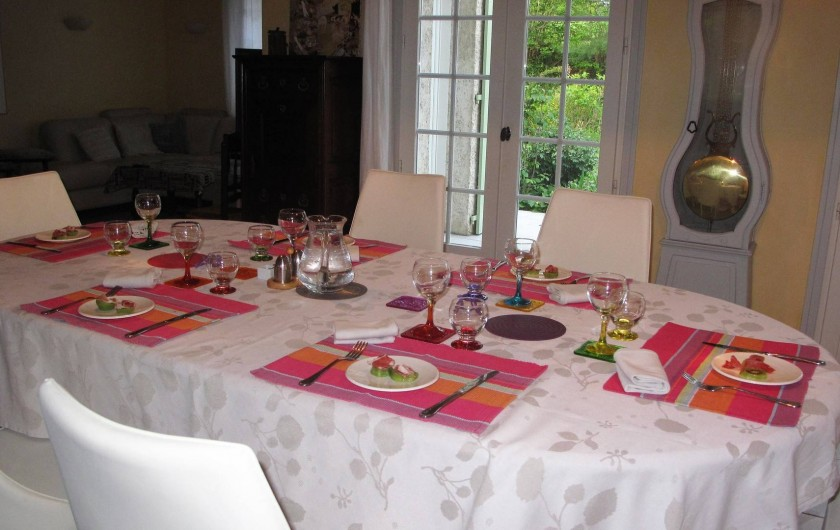 Location de vacances - Chambre d'hôtes à Habas - Salle à manger au début du printemps