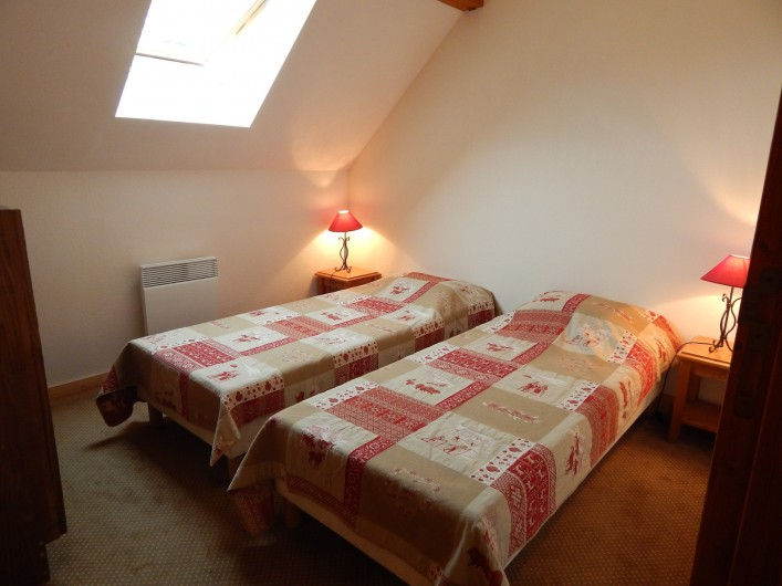 Location de vacances - Appartement à Loudenvielle - Seconde chambre avec 2 lits simples.