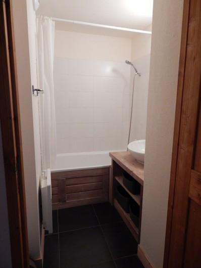 Location de vacances - Appartement à Loudenvielle - La salle de bain.