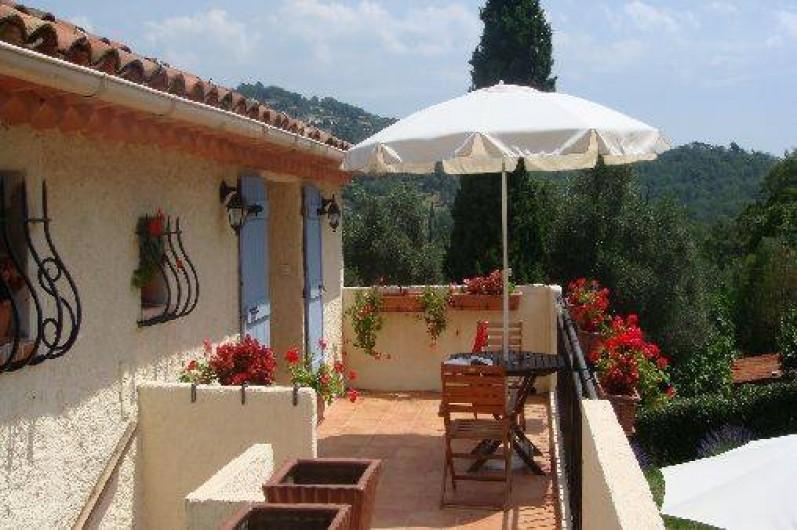 Location de vacances - Chambre d'hôtes à Grasse - la terrage de la chambre des jasmins