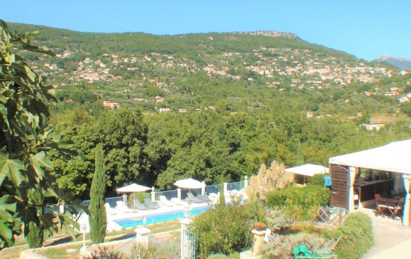 Location de vacances - Chambre d'hôtes à Grasse - Vue de la suite des glycines.
