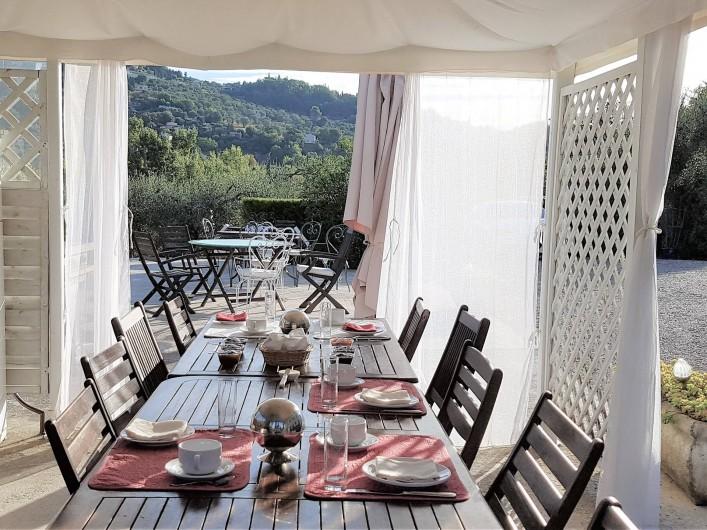 Location de vacances - Chambre d'hôtes à Grasse - La cuisine d'été.