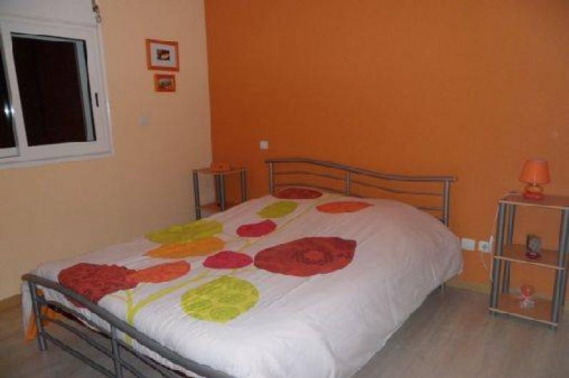 Location de vacances - Villa à Trois Bassins - Chambre 2, côté jardin, plus grande, plus fraiche,  pour BB et lit  appoint..