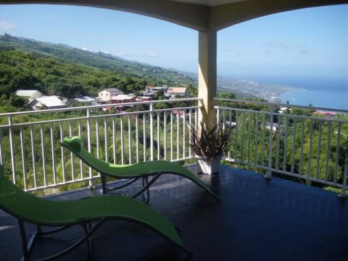 Location de vacances - Villa à Trois Bassins - Transat sur terrasse vue sur le lagon