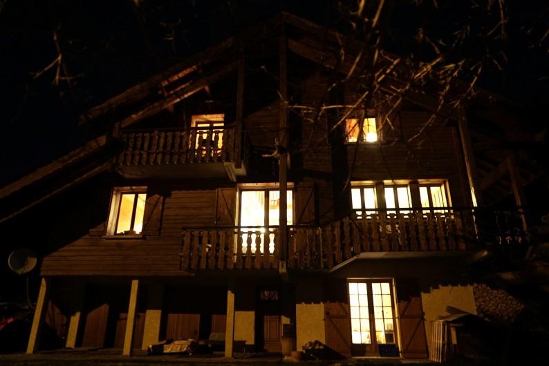 Location de vacances - Chalet à Les Deux Alpes - vue nuit