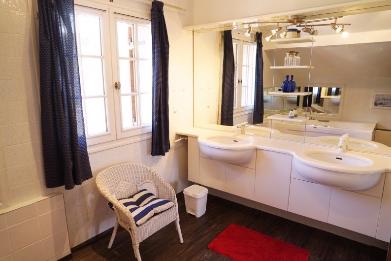 Location de vacances - Chalet à Les Deux Alpes - salle de bain