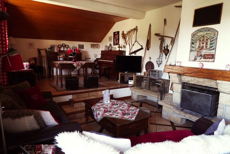 Location de vacances - Chalet à Les Deux Alpes - salon cheminée piano