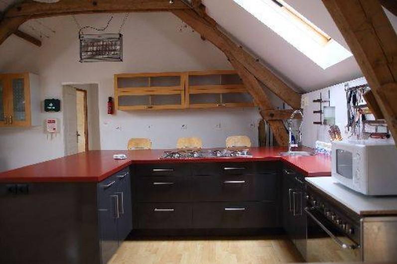 Location de vacances - Gîte à Saint-Amand-de-Coly - cuisine moderne et bien équipée