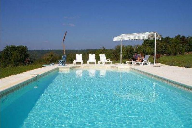Location de vacances - Gîte à Saint-Amand-de-Coly - la piscine