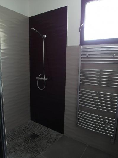 Location de vacances - Villa à Le Cap d'Agde - douche du bas