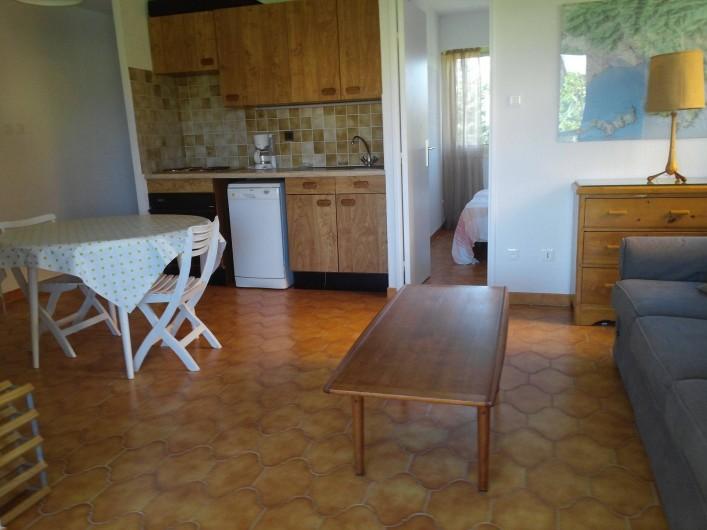 Location de vacances - Appartement à La Londe-les-Maures - Salon,cuisine ameri cqine
