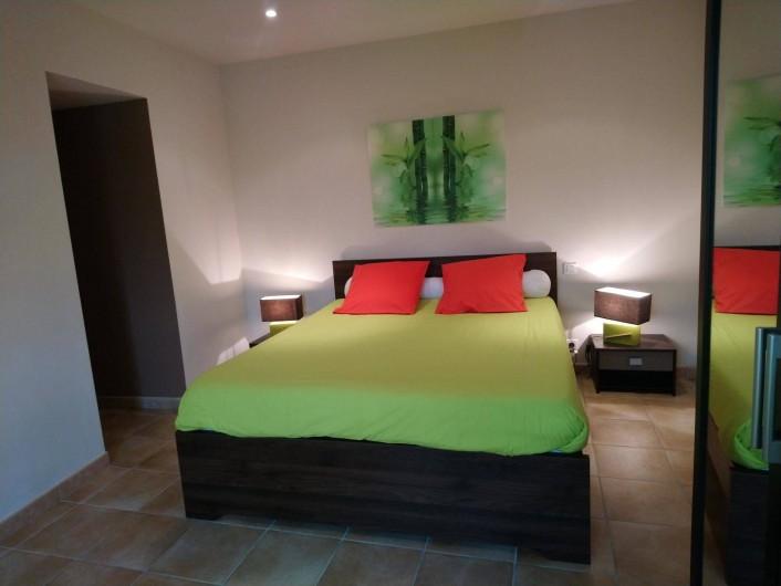 Location de vacances - Gîte à Piolenc - Chambre étage Elody