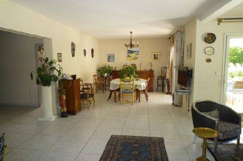 Location de vacances - Villa à Caluire-et-Cuire - la salle à manger vue du salon