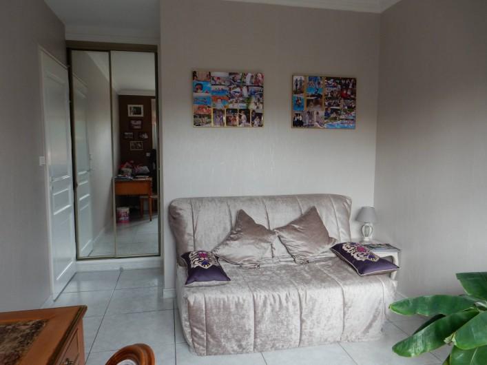 Location de vacances - Villa à Caluire-et-Cuire - le bureau avec salle de bain attenante et lit 140