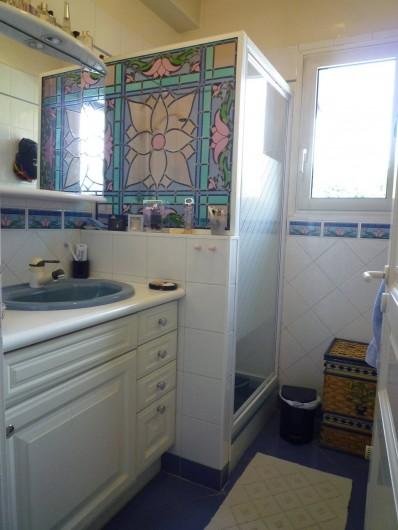 Location de vacances - Villa à Caluire-et-Cuire - la salle d'eau du bureau