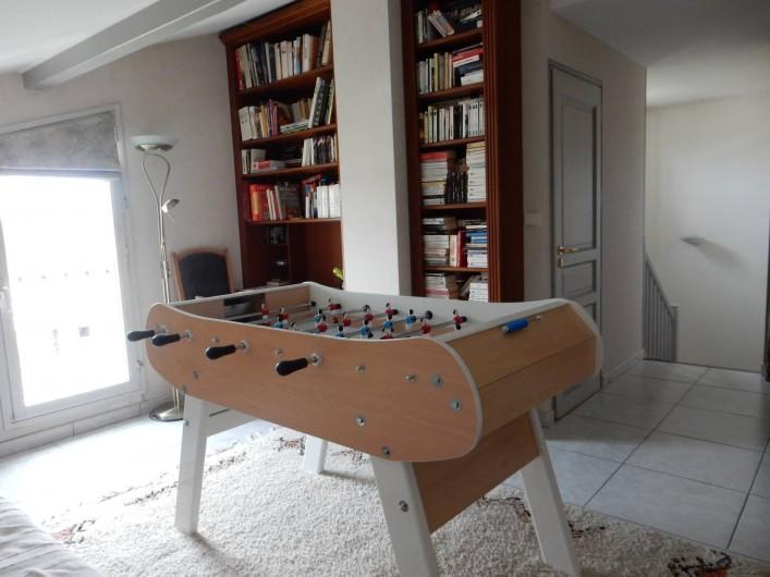 Location de vacances - Villa à Caluire-et-Cuire - le baby foot dans la mezzanine