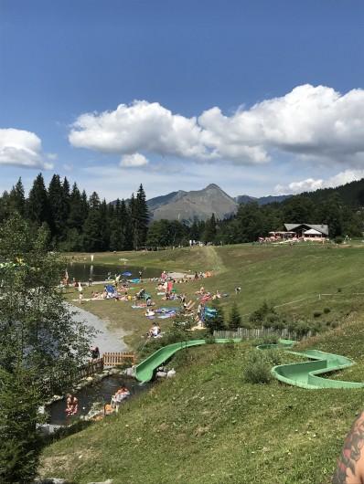 Location de vacances - Appartement à Les Gets - Lac des écoles / été