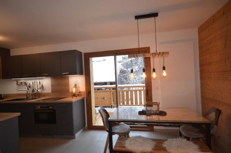 Location de vacances - Appartement à Les Gets - Salle à manger / accès balcon